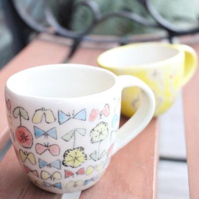 下絵付けのカップ