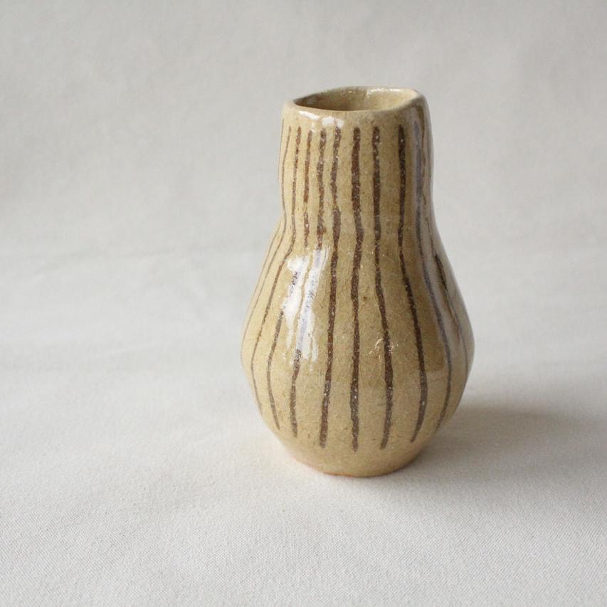 ナッツの花瓶