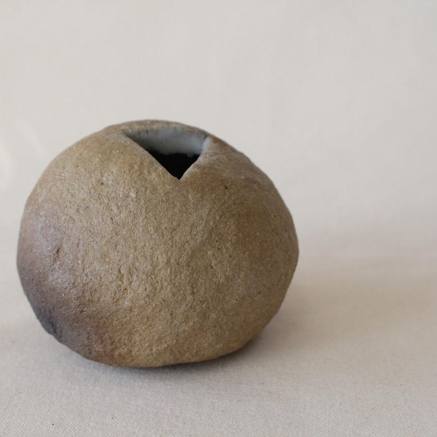 炭化焼成の花器