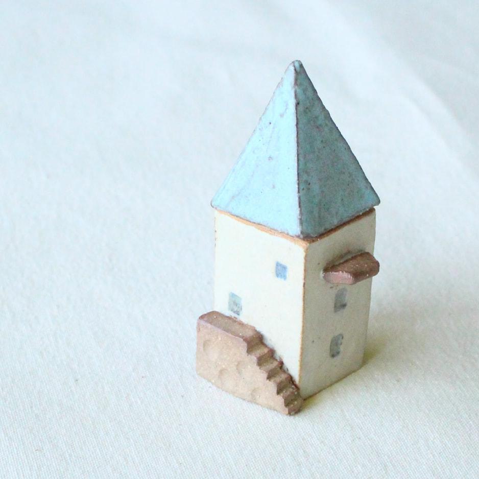とんがり屋根の家